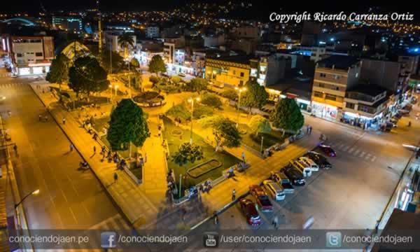 Plaza de Armas de Jaén de Noche