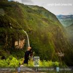 Tomando agua de la Catarata Bella Encantadora - Las Malvinas